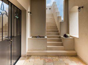 """בית פרטי יפהפה אשר תוכנן ועוצב ע""""י אדריכלית מיכל זיוון. שימוש במוצר של נדיר גרגמיש מטריקס."""
