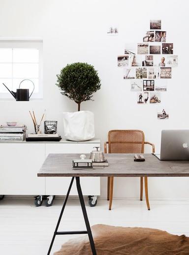 דוגמה של עיצוב מודרני בו הקירות בלבן
