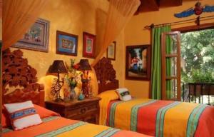 צבעוניות חמה בחדר שינה עם צבעי קיר וטקסטיל
